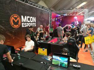 De mCon stand op de Gameforce beurs.